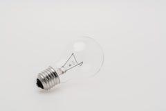 l'image élevée d'ampoule du fond 3d a isolé le blanc léger de résolution Photographie stock