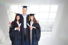 L'image composée d'intégral de trois amis reçoivent un diplôme de l'université ensemble Photo stock