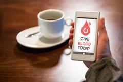 L'image composée de donnent le sang textotent aujourd'hui avec des icônes sur l'écran Photo stock