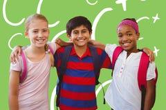 L'image composée de l'école badine dans le couloir d'école Images stock