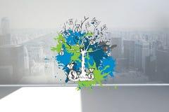 L'image composée de l'arbre d'argent sur la peinture éclabousse Images stock