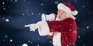 L'image composée de Santa se dirige à quelque chose et utilise un mégaphone Photographie stock libre de droits