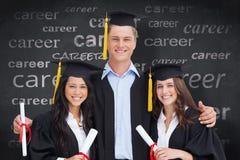 L'image composée de trois amis reçoivent un diplôme de l'université ensemble Photographie stock