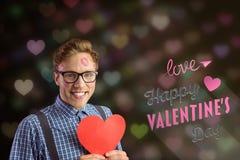 L'image composée du message d'amour et le ballot équipent tenir le coeur rouge Photo libre de droits