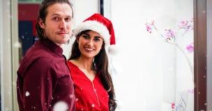 L'image composée du portrait des couples dans Noël attire Photos stock