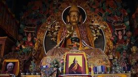 L'image de Bouddha à l'intérieur du monastère de Kopan Glissez le décalage clips vidéos