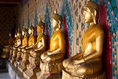 L'image de Bouddha qui un cloître Photos libres de droits