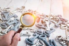 L'image de concept de l'des clés autoguident l'inspection Photos stock