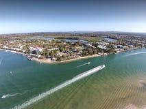 L'image de film aérienne courante de Noosa dirige le Queensland photographie stock