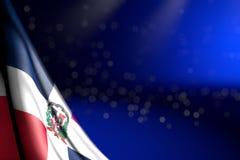 L'image gentille du drapeau de la République Dominicaine accroche dans le coin sur le bleu avec le foyer mou et l'endroit vide po illustration de vecteur