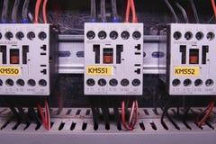L'image montre les contacteurs électriques, la marque SCHRACK Plan rapproché Photos libres de droits