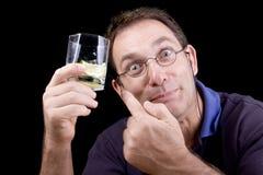 l'imbécile de boissons l'égrènent apparence d'homme de fixation Photographie stock libre de droits