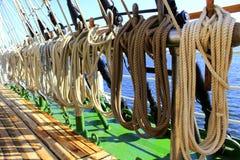 L'imbarcazione a vela ropes il sartiame Fotografie Stock Libere da Diritti