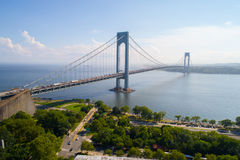 L'immagine aerea degli stretti di Verrazano getta un ponte su New York immagini stock