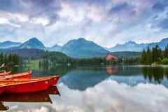L'immagine cattura la vista delle barche di sorveglianza di una persona Fotografia Stock Libera da Diritti