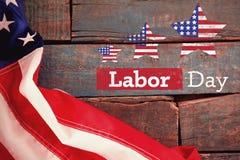 L'immagine composita dell'immagine composita del testo di festa del lavoro con la stella modella la bandiera americana fotografia stock libera da diritti