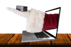 L'immagine composita della mano di Santa mostra una piccola scatola Fotografie Stock