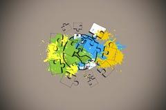 L'immagine composita di terra e del puzzle su pittura spruzza Immagini Stock