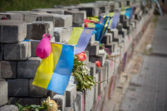 L'immagine del memoriale dedicato alle vittime dei tiratori franchi uccisi durante il Maidan 2014 si rivolta a Kiev, Ucraina Immagine Stock