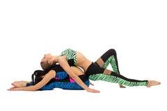 L'immagine delle ragazze che fanno la forma fisica si esercita nelle paia Fotografie Stock