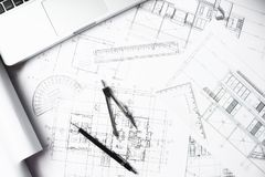 L'immagine di ingegneria obietta sulla vista superiore del posto di lavoro costruzione Fotografia Stock