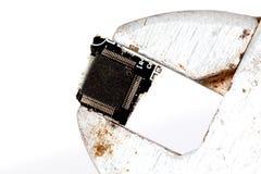 L'immagine di macro colpo del pezzo di circuito ha premuto con la chiave stringitubo Immagini Stock
