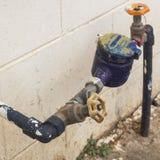 L'immagine di vecchio rubinetto di acqua arrugginito, Fotografie Stock