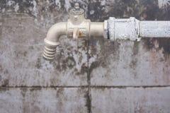 L'immagine di vecchio rubinetto di acqua arrugginito, Fotografia Stock Libera da Diritti