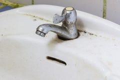 L'immagine di vecchio rubinetto di acqua arrugginito, Fotografia Stock