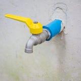 L'immagine di vecchio rubinetto di acqua arrugginito, Fotografie Stock Libere da Diritti