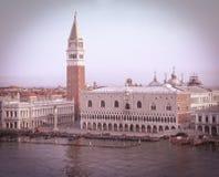 L'immagine tonificata in retro scaletta della piazza San Marco a Venezia immagini stock libere da diritti