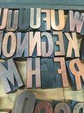 L'impression typographique de vintage en bois saisissent le plateau en bois Photographie stock