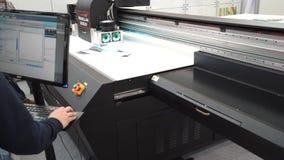 L'imprimante UV Magellan de Flatbead, se ferment vers le haut de la vue du processus d'impression banque de vidéos