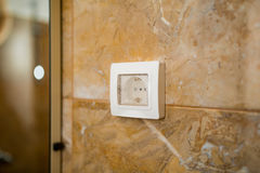 L'incavo nel bagno con impermeabile Engineeri elettrico Fotografia Stock Libera da Diritti