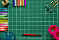 L'inchiostro di immagine di sfondo ed altri strumenti di disegno Fotografie Stock Libere da Diritti