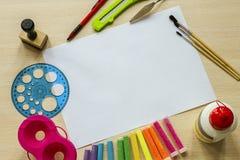 L'inchiostro di immagine di sfondo ed altri strumenti di disegno Fotografia Stock