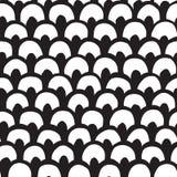 L'inchiostro nero e gli archi disegnati a mano bianchi vector il modello senza cuciture Immagini Stock