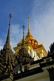 l'incrocio dell'Asia Tailandia colora il mosaico dei palazzi del wat del tetto fotografie stock libere da diritti