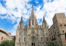 L'incrocio della cattedrale gotica di Barcellona ed il san santi Eulalia Immagine Stock