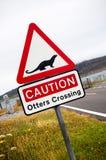 L'incrocio della lontra firma dentro la Scozia fotografia stock