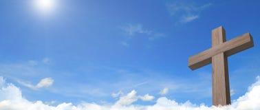 L'incrocio di Gesù e di panorama cloudful del cielo blu immagine stock