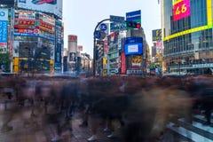 L'incrocio di Shibuya è uno degli attraversamenti più occupati nel mondo Fotografia Stock Libera da Diritti