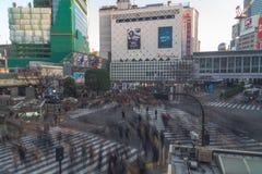 L'incrocio di Shibuya è uno degli attraversamenti più occupati nel mondo Fotografia Stock