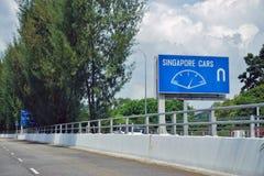 L'incrocio di strada del confine del controllo di Tuas fra Singapore e Johor, Malesia fotografia stock libera da diritti