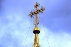 L'incrocio dorato della chiesa ortodossa Immagine Stock Libera da Diritti