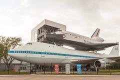 L'indépendance de navette et avions de transporteur au centre de la NASA à Houston photographie stock