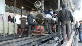 L'Inde, Darjeeling, mars 2017, chemin de fer célèbre de montagne a appelé Toy Train, éditorial banque de vidéos