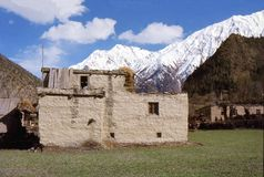 1977 l'Inde Une maison traditionnelle dans le village de Kishori Images libres de droits