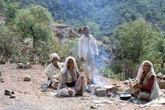 1977 L'India Nomadi che cuociono focaccia Fotografia Stock