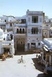 1977 L'India Udaipur Scena della via vicino al palazzo della città Fotografie Stock